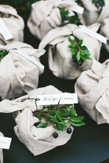 Elegantly Knotted Favor Boxes